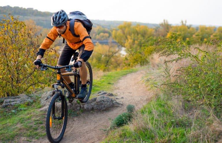 mountainbiker op helling