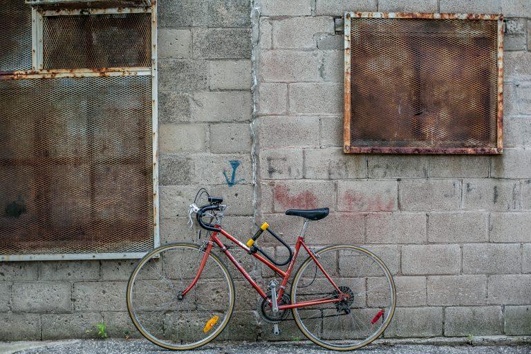 Rennrad mit Halterung für Bügelschloss